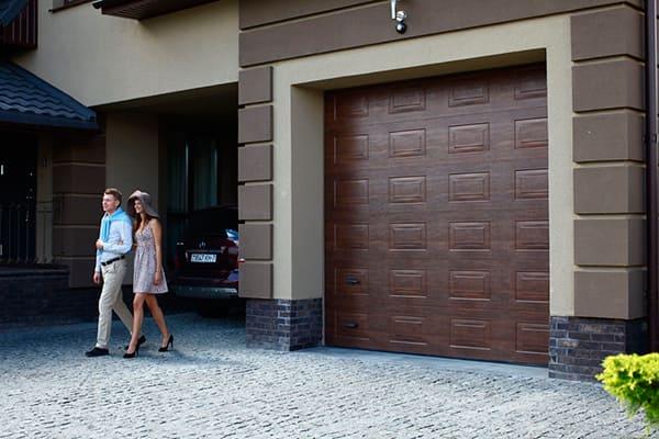 Гаражные-секционные ворота Alutech серии Trend